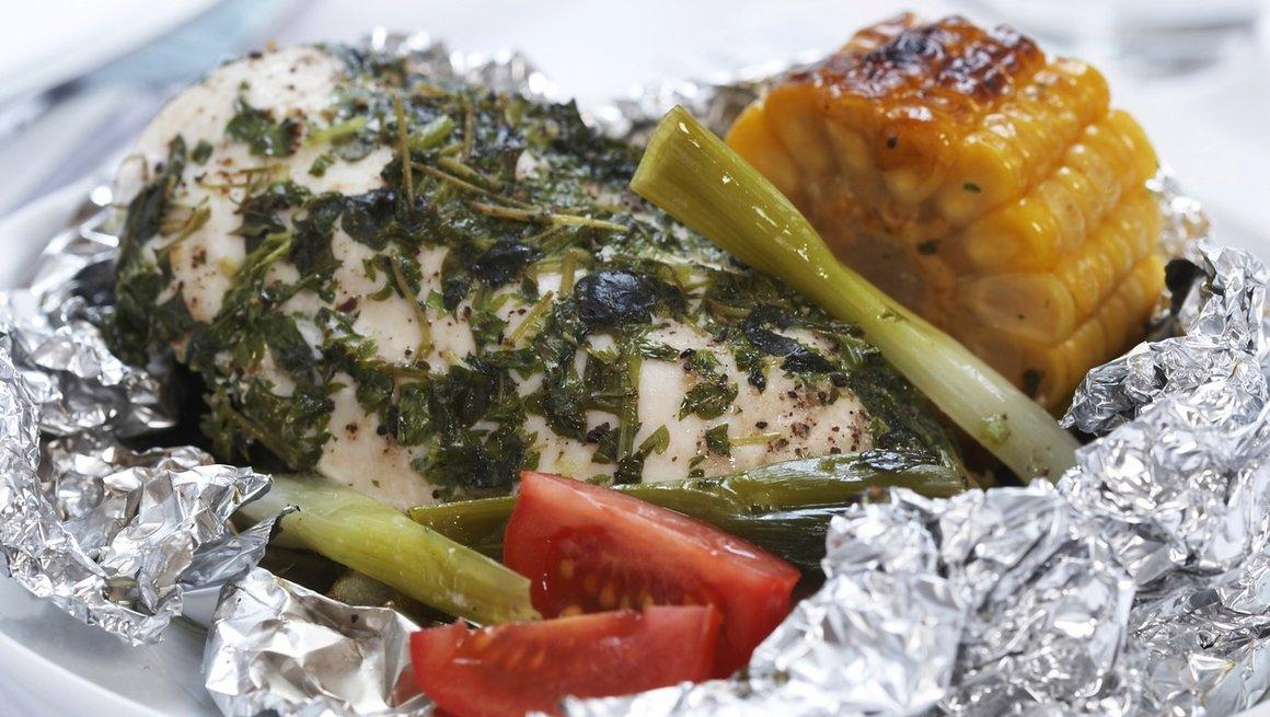 Foliegrillet-kyllingfilet-med-urter-3884-12