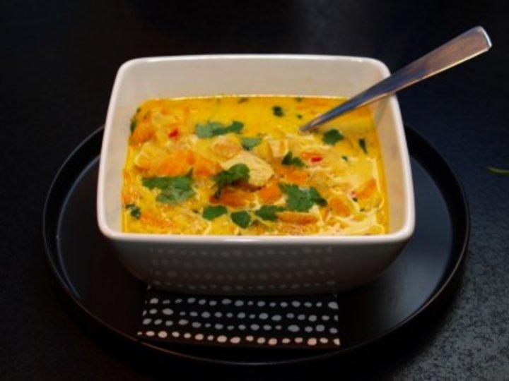 Indisk karry og kylling suppe