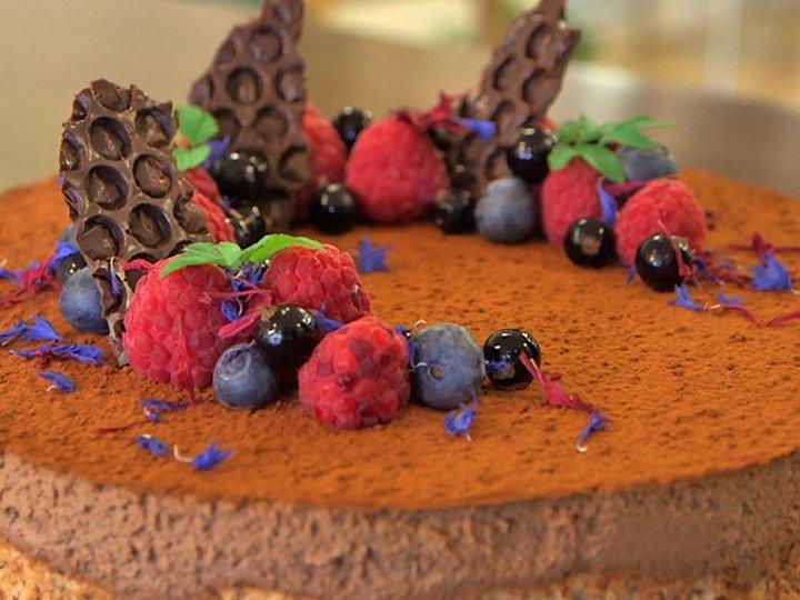 Nøttekake med sjokolademousse