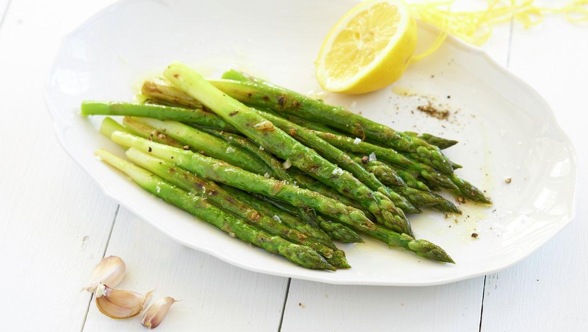 Grillet asparges med sitronolje