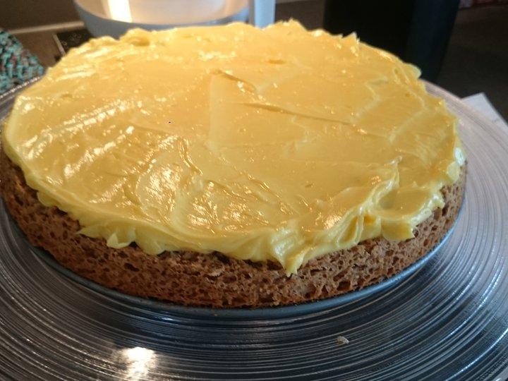 Kake med gul krem