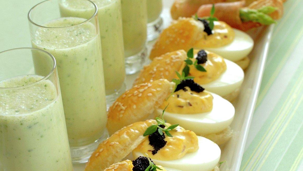 Fylte egg og aspargessuppe