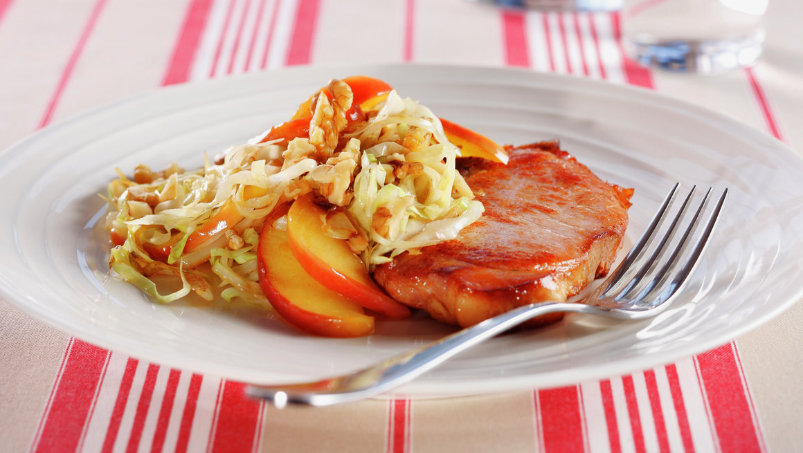 Røkt svinekotelett med kålsalat