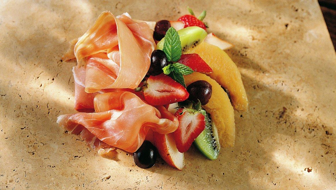 Spekeskinke med tropiske frukter