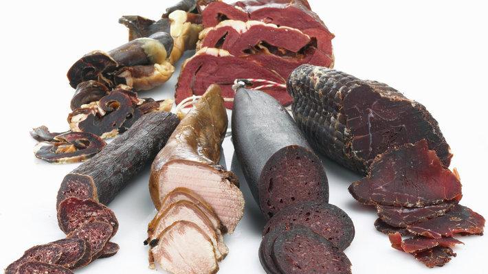 Reinsdyr spesialprodukter - røkt hjerte, spekehjerte, speketerrin, innmatpølse, reinsdyrpølse