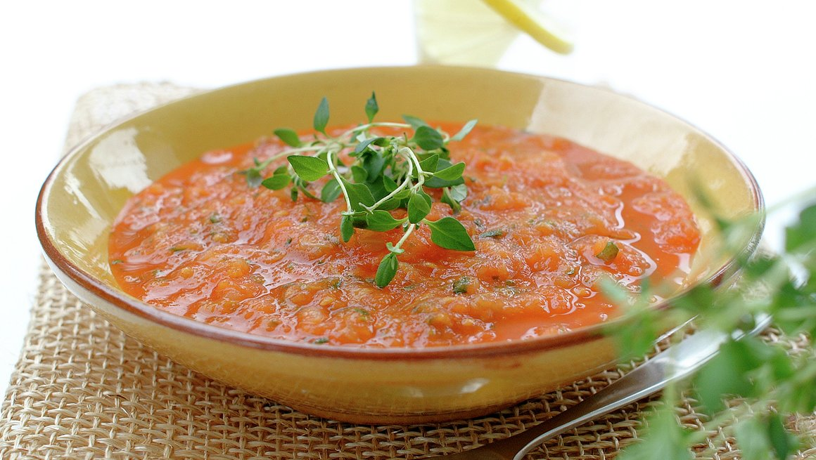 Frisk tomat- og basiikumsuppe