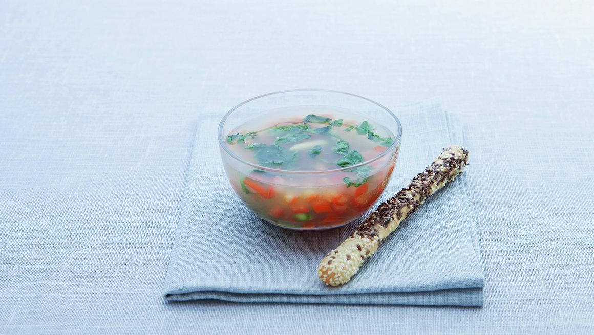 Klar aspargessuppe med tomat