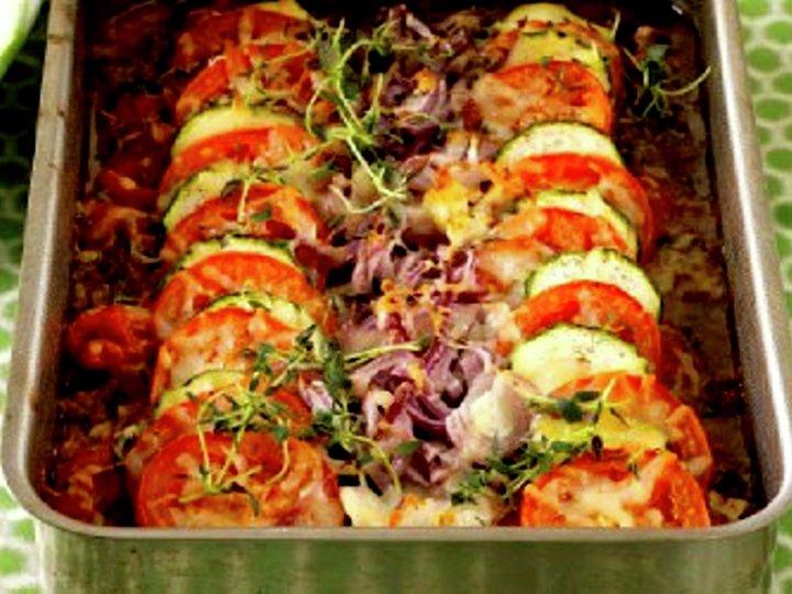 Fargeglad kjøttdeig- og tomatgrateng