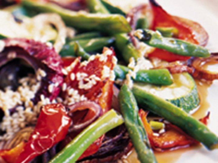 Grillede grønnsaker med honning og sesam