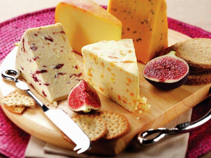 Moden ost med aprikoskompott