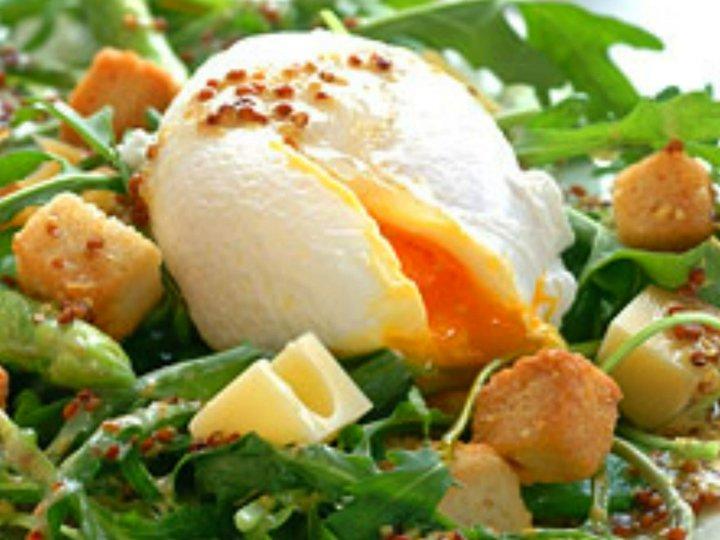Aspargessalat med posjerte egg