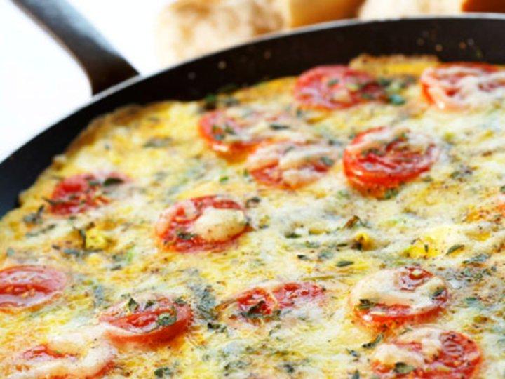 Urte- og tomatfrittata