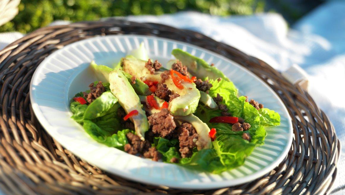 Smakfull salat med kyllingkjøttdeig