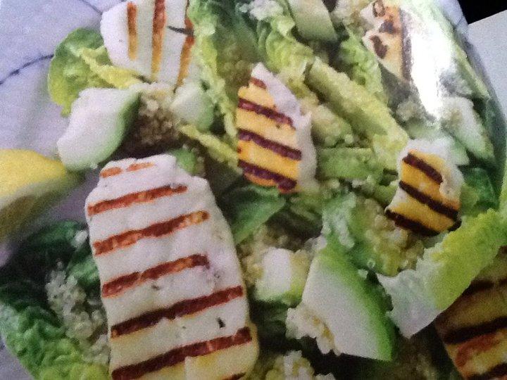 Haloumi og quinoa salat