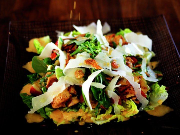 Kyllingsalat med chiliaïoli