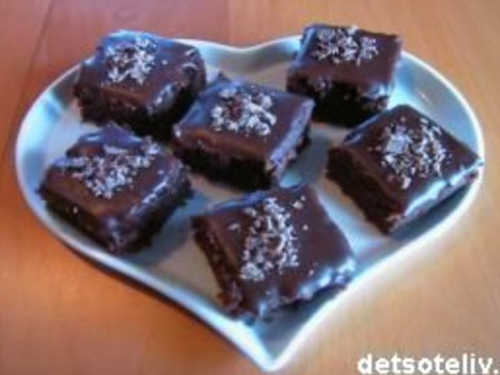 Melkesjokoladekake i langpanne