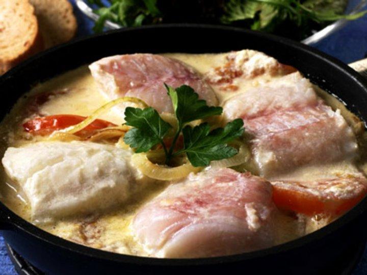 Pannestekt torsk med tomat og løk
