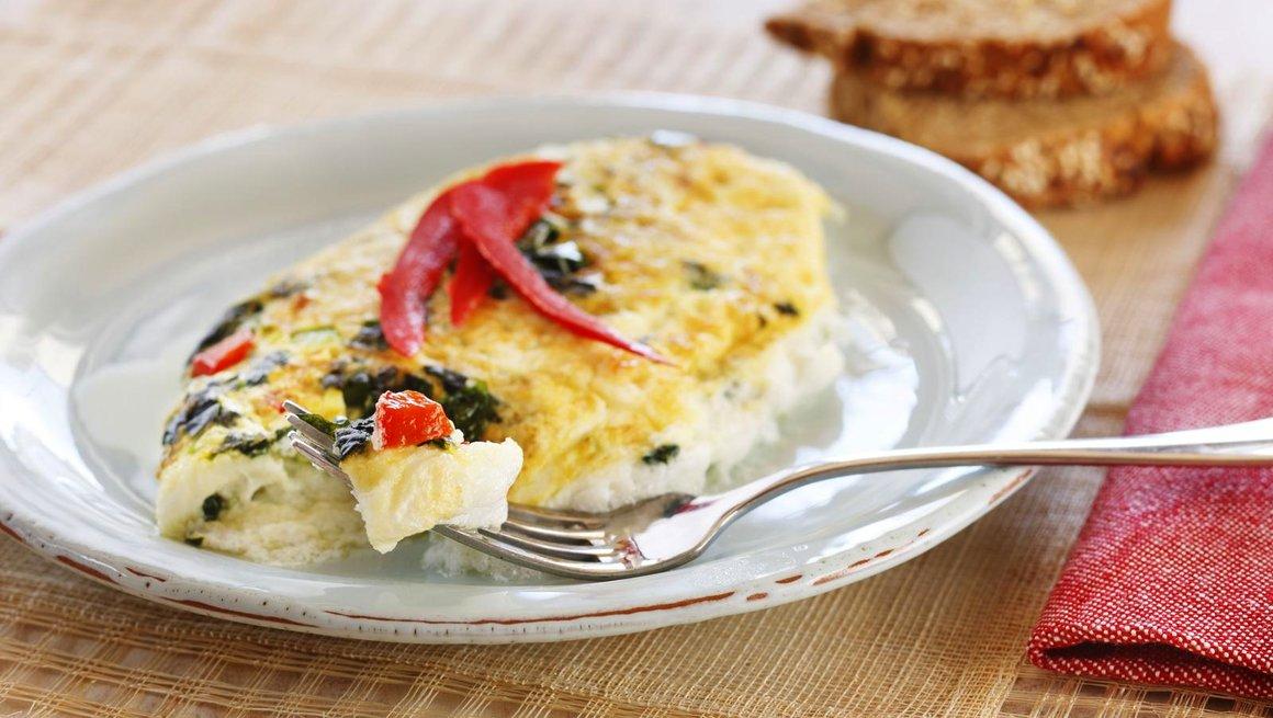 Eggehviteomelett med spinat og paprika