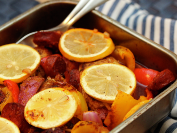 Kyllingform med chorizo, paprika og sitron