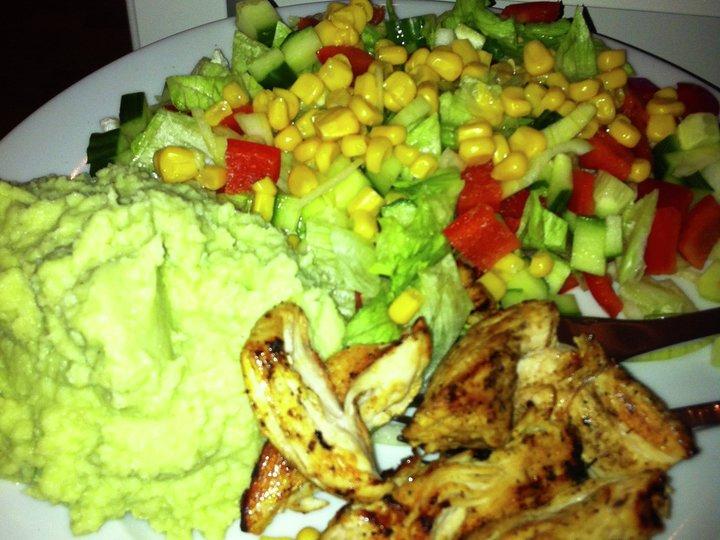 Kylling med plomkålpurè og salat