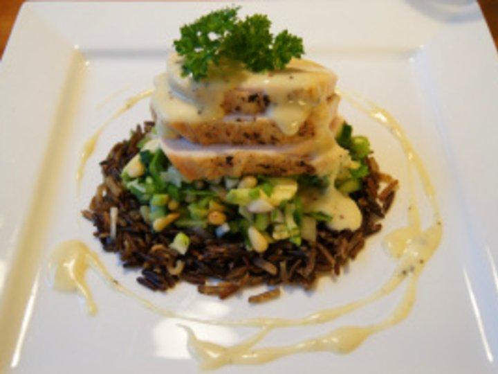 Kyllingbryst med Villris, Grønn salat og Kremet Saus
