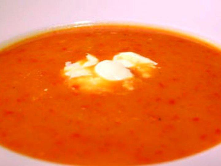 Høstsuppe med gulrøtter og paprika