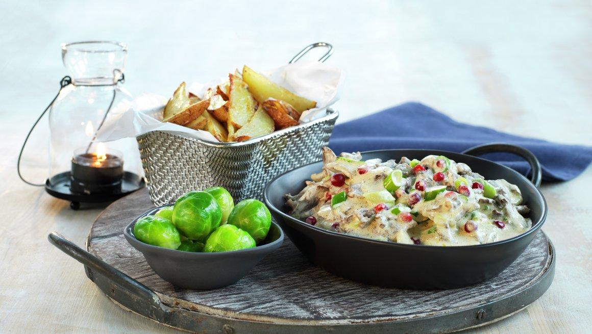 Reinsdyrpanne med rosenkål og ovnsbakte poteter
