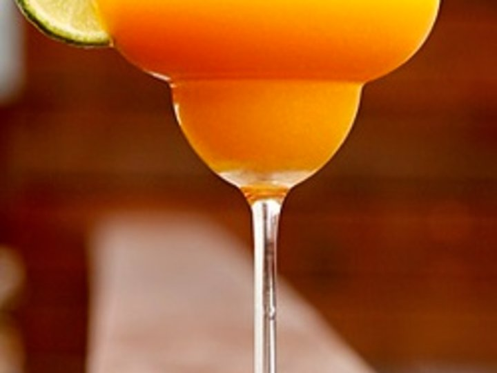 Mango- og pasjonsfruktmargarita
