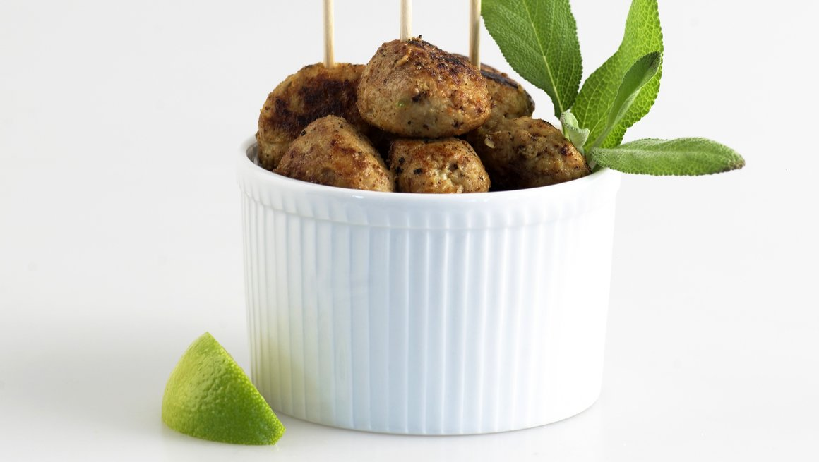 Kyllingboller med sitron og salvie