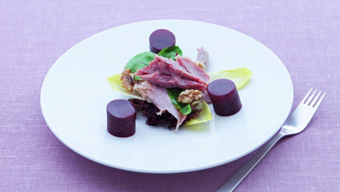 Salat med røkt svineknoke