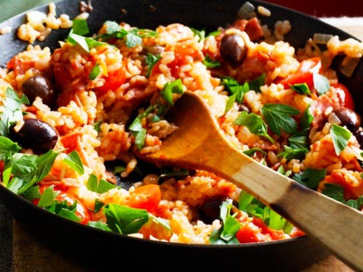 Risotto med salami og tomat