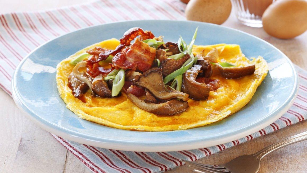 Omelett med sopp og bacon