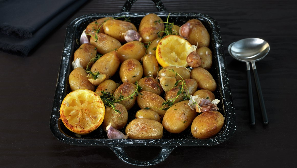 Ovnsbakte poteter med sitron og timian