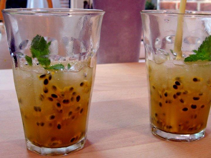 Limejuice med frisk pasjonsfrukt