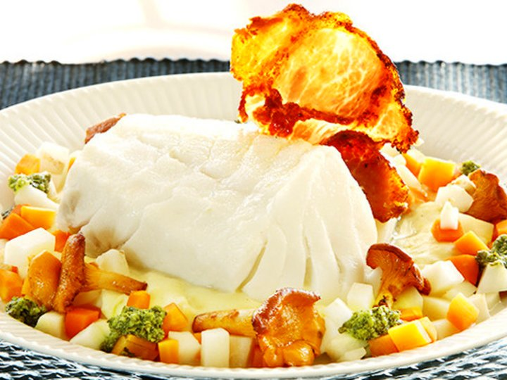 Torsk på potetpuré med pesto og små grønnsaker