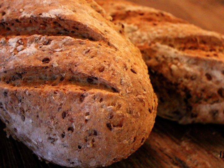 Rugbrød med byggryn, havre og linfrø