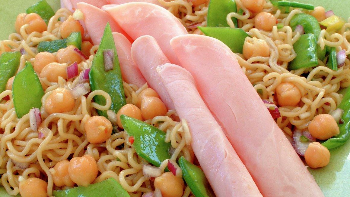 Noodel doodle salad