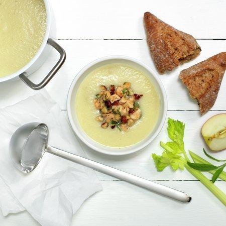 Eple- og sellerisuppe med kylling og hasselnøtter
