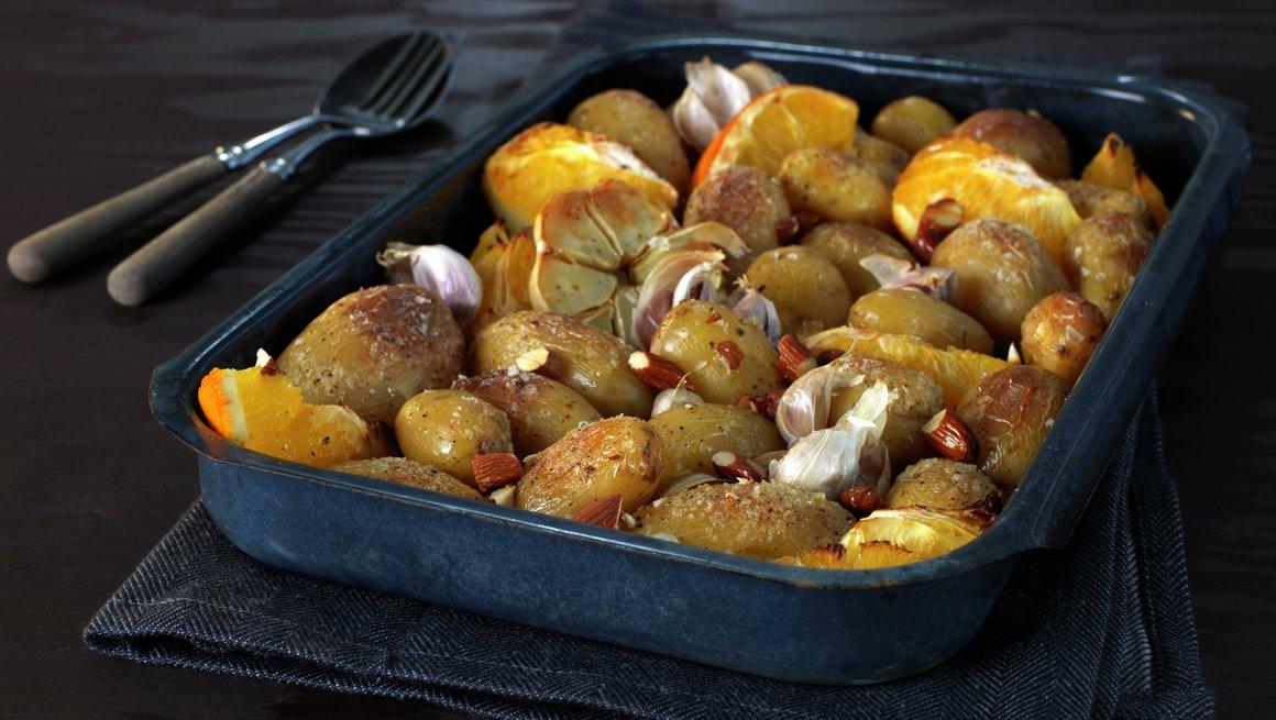 Ovnsbakte poteter med appelsin og mandler