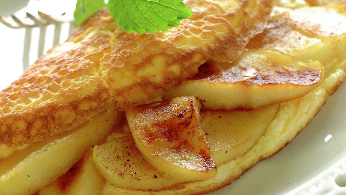 Omelett med eple og kanel