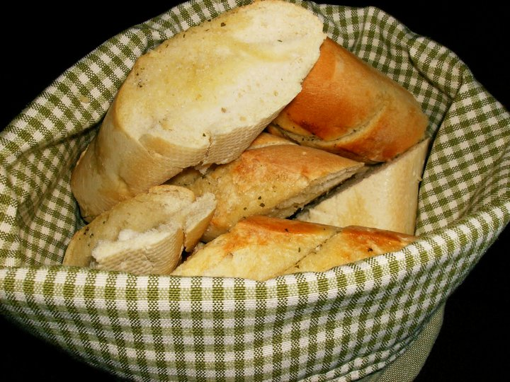 perfekt kylling med hvitløksbaguetter og frisk salat