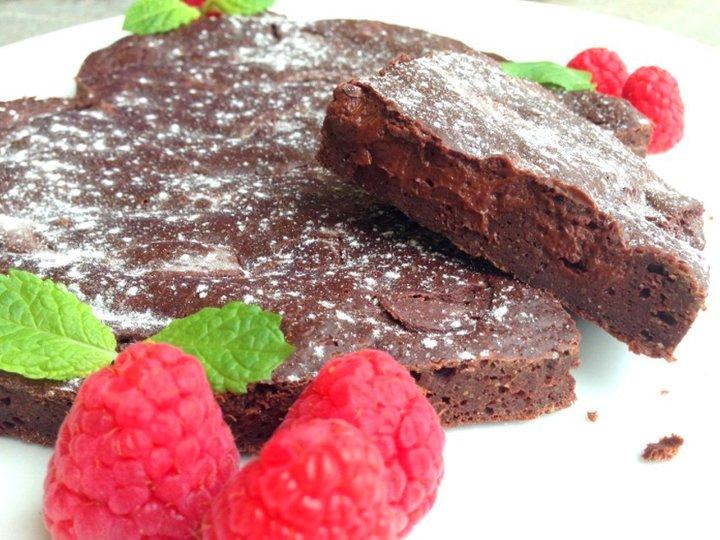Sukkerfri sjokoladekake med innbakt sjokoladeglasur