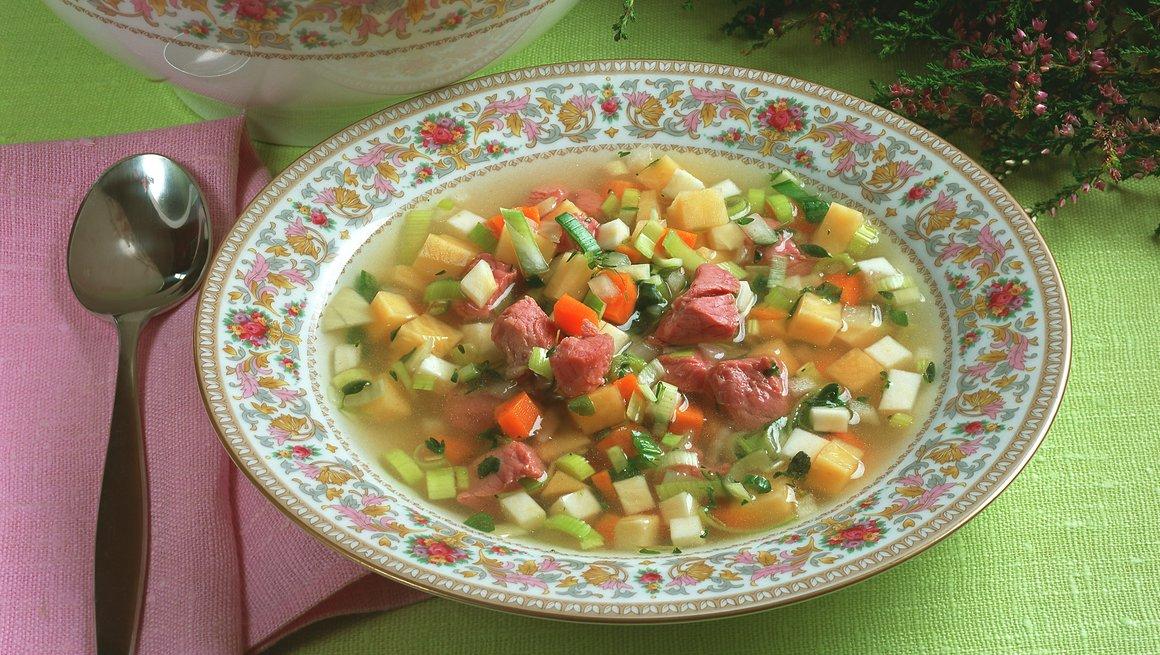 Suppe med lettsaltet lammekjøtt