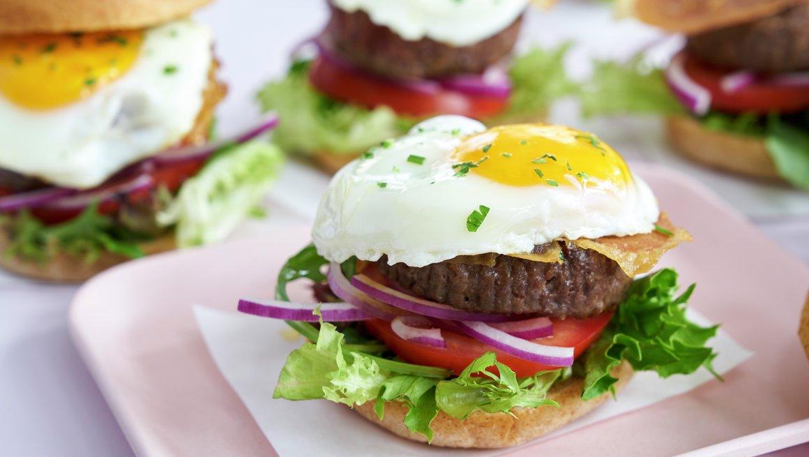 Hamburgersliders med speilegg
