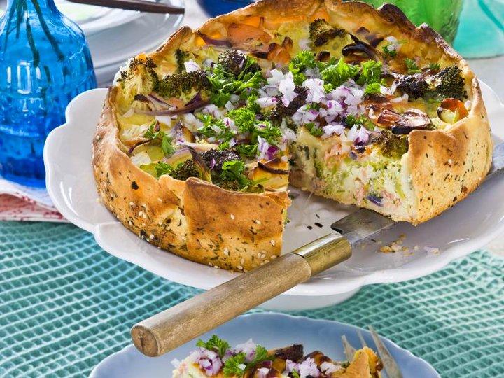Brokkolipai med laks og ost