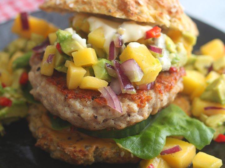 Kyllingburger med mangosalsa
