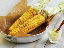 Grillet maiskolbe med limesmør