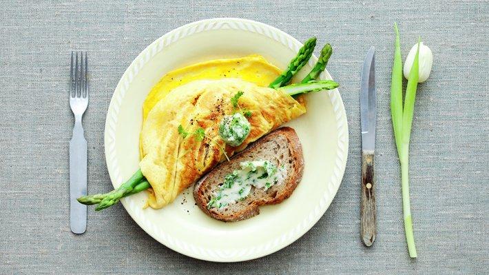 Omelett med sennep og asparges