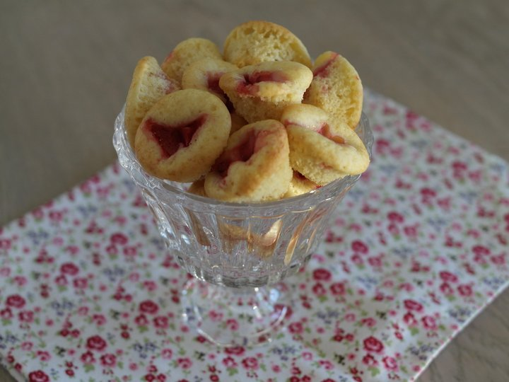 Mini muffins med yoghurt og jordbær