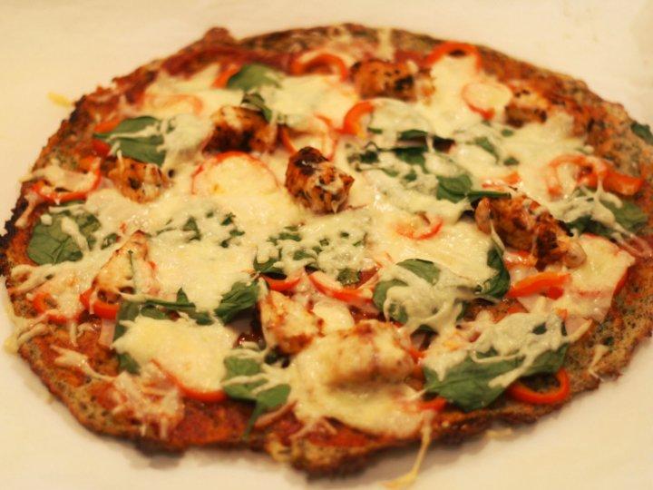 Pizza med blomkål-og brokkolibunn